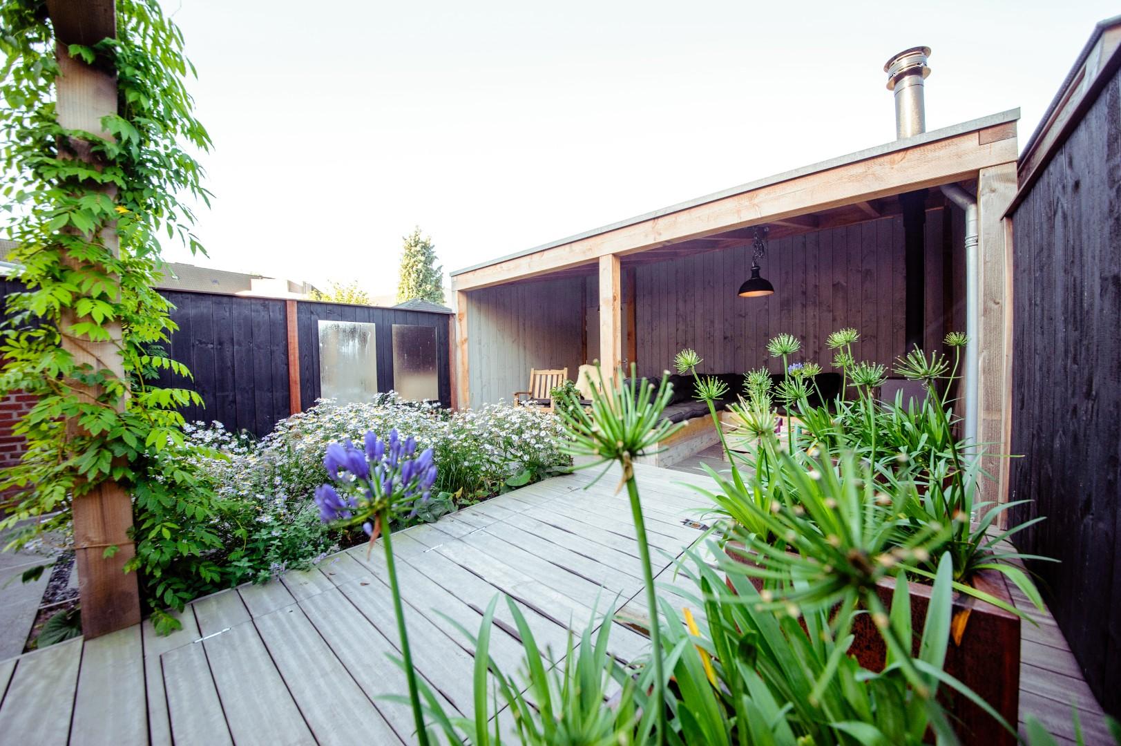 Kleine tuin stadstuin de kunst van het scheppen for Vacature tuin